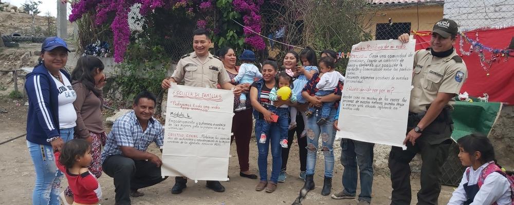 AGASAJO NAVIDEÑO Y ENTREGA DE SORPRESA A LOS NIÑOS DE NUESTRA PARROQUIA.